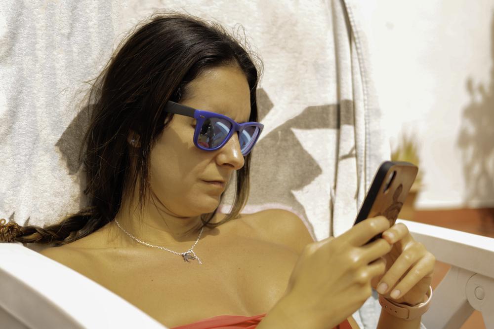 use phone on holiday